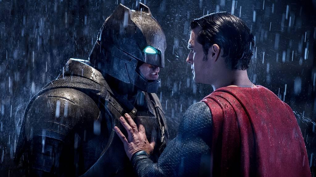 【バットマン vs スーパーマン ジャスティスの誕生】のストーリー(あらすじ)