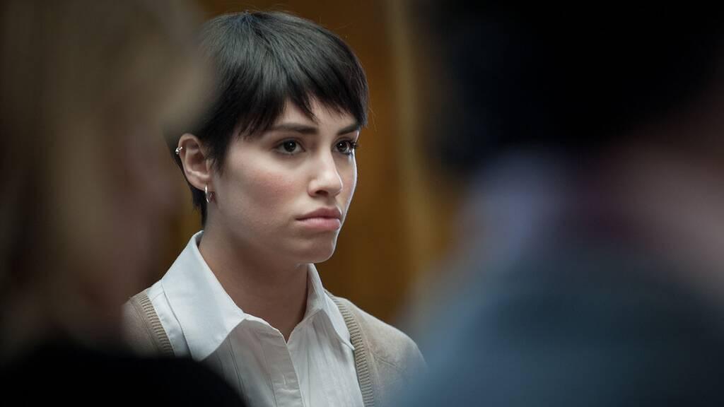 【少女Aの殺人 容疑者ドロレスは、本当にカミラを殺したのか?】のストーリー(あらすじ)